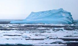 Drijfijs a Antártica, gelo de tração a Antártica fotografia de stock