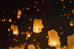 Drijvend Aziatische lantaarns binnen, Chiang Mai Thailand Stock Afbeeldingen
