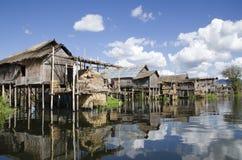 Drijvend dorp met wolken Royalty-vrije Stock Foto