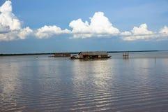 Drijvend dorp op het meer Kambodja van Tonle SAP Stock Afbeeldingen