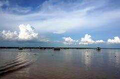 Drijvend dorp op het meer van Tonle SAP Royalty-vrije Stock Afbeeldingen