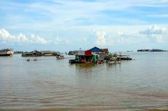 Drijvend dorp op Tonle SAP Royalty-vrije Stock Foto's