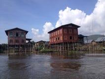 Drijvend huis in Inle-Meer, Myanmar royalty-vrije stock fotografie