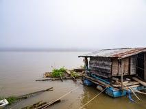 Drijvend huis op Mekong rivier in Chiangkhan Stock Afbeelding