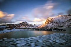Drijvend ijs in het overzees Lofoten royalty-vrije stock foto