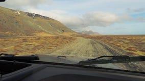 Drijvend in IJsland, grintweg stock videobeelden