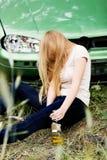 Drijvend onder de invloed, slaap, gedronken vrouw Stock Afbeelding