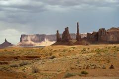 Drijvend op de weg van de Vallei van het Monument, de V.S. stock foto's