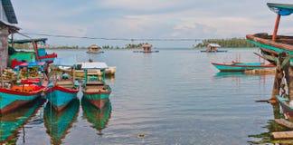 Drijvend visserijdorp in Archipel Banyak Royalty-vrije Stock Afbeeldingen