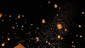 Drijvende Aziatische lantaarns in ChiangMai stock video