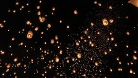 Drijvende Aziatische lantaarns in ChiangMai stock footage