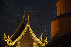 Drijvende Aziatische lantaarns in oude stad, Chiang Mai Stock Fotografie
