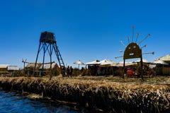 Drijvende die eilanden uit Totora-riet dichtbij Huatajata, Bolivië worden samengesteld Royalty-vrije Stock Foto's