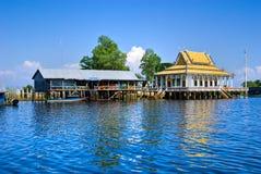 Drijvende Huis en tempel, camodia. royalty-vrije stock foto's