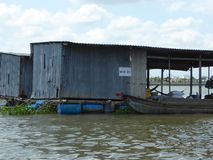 Drijvende huizen op de Mekong Rivier in Vietnam Royalty-vrije Stock Foto