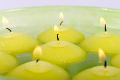 Drijvende kaarsen. Stock Foto's