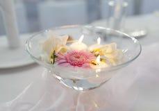 Drijvende Kaarsen en Bloemen Royalty-vrije Stock Afbeelding
