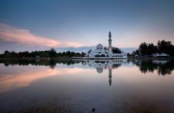Drijvende moskee stock afbeelding