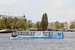 Drijvende Nederlander in de haven Nederland van Amsterdam stock afbeeldingen