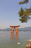 Drijvende toriipoort van Itsukushima-Heiligdom, Japan Lange blootstelling Stock Fotografie