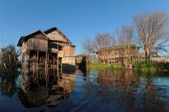 Drijvende tuinen en landbouwbedrijven op Inle-Meer stock foto