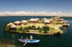 Drijvende Uros-eilanden op het Titicaca-meer, Peru Stock Foto