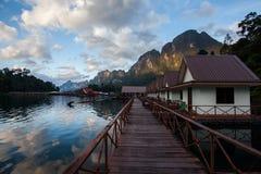 Drijvende villa in het nationale park van Khao sok Royalty-vrije Stock Foto