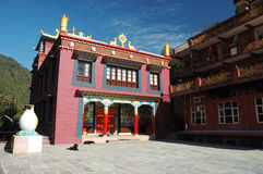 Drikung Kagyu Gompa dans la place bouddhiste sainte Rewalsar, Inde Photos stock
