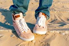 Dril de algodón rosado del adolescente/zapatos modernos de moda de los vaqueros Fotografía de archivo