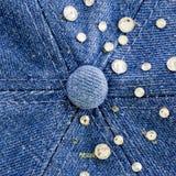 Dril de algodón azul claro con los diamantes artificiales del azul y de la plata, fondo Imágenes de archivo libres de regalías