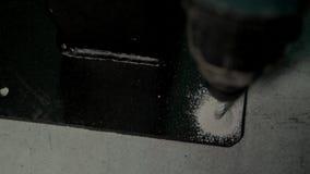 Drillborrbit i hål av betong lager videofilmer
