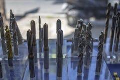 Drillborrbitar på hyllan royaltyfri foto