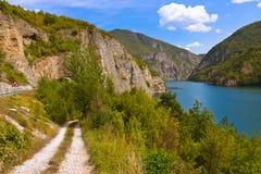 Drina flod nära Visegrad - Bosnien och Hercegovina arkivfoto
