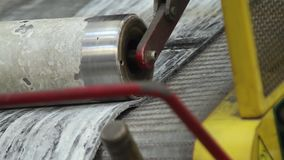 Dringend rubber voor bandenproductie stock video