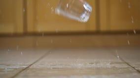 Dringing exponeringsglas som slår jordningen arkivfilmer