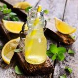 Drink av citronen royaltyfri fotografi
