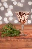 Drink för feriechokladvirvel med kanten för godisrotting - lycklig timme för jul Royaltyfri Fotografi