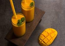 Drink för mangoLassi indisk mango med yoghurt Royaltyfria Foton