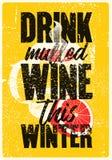 Drink funderat vin denna vinter Den funderade för tappninggrunge för vin typografiska affischen för stil med rånar och citruns Re stock illustrationer