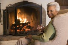 drink living room smiling woman Στοκ Φωτογραφία