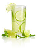 Drink med limefrukt och mintkaramellen Royaltyfri Fotografi