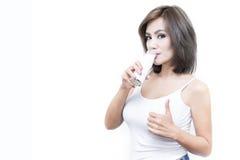 Drink melk elke dag om uw gezondheid te handhaven Stock Fotografie