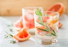 Drink och ingredienser för sommar uppfriskande royaltyfri fotografi