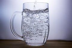 drinkar Öl vatten Arkivfoton