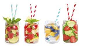 Drinkar från jordgubbar, blåbär, apelsin, gurka Fotografering för Bildbyråer