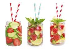 Drinkar från jordgubbar, citron, gurka Arkivbild