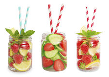 Drinkar från jordgubbar, citroner, gurkor Arkivbilder