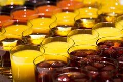 Drinkar i exponeringsglas royaltyfria foton