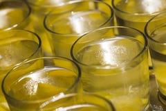 Drinkar i exponeringsglas arkivbilder