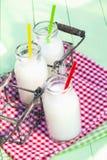 drinkar mjölkar Royaltyfria Foton